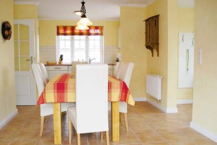 Der Tisch steht im Mittelpunkt. Zumindest wo gut und gerne gelebt wird.