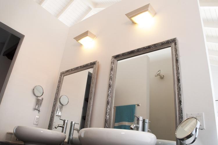 En suite Large bath room, 2 sinks, rain shower, walk in closet