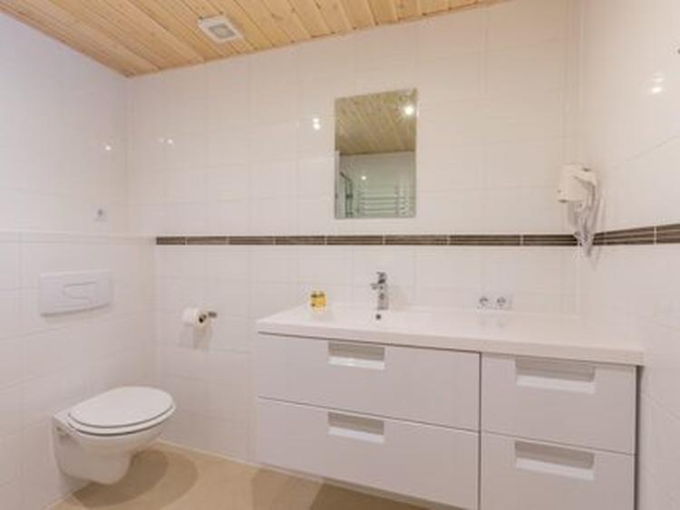 Bathroom of 27B