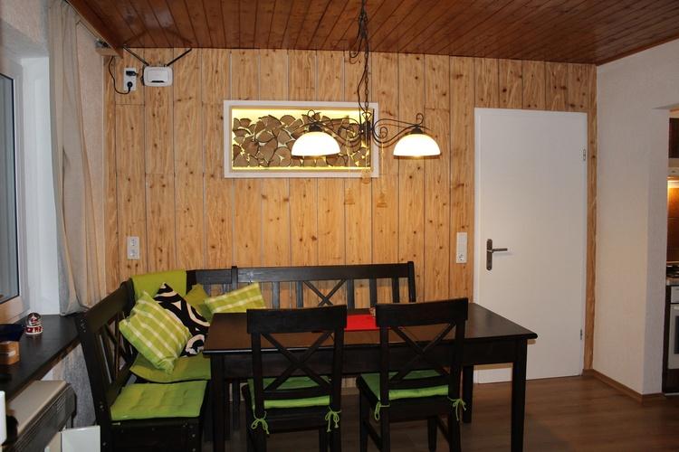 Wohn- Essbereich mit SAT-TV und Bluray-Player