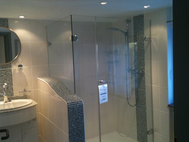 Shower room (separate toilet)