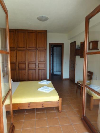 Schlafzimmer mit gedecktem Sitzplatz