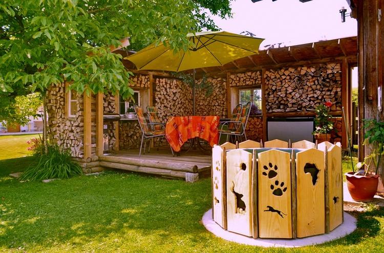Auf der stilvollen Terrasse aus können Sie Ihren Urlaub genießen und sich gut erholen.