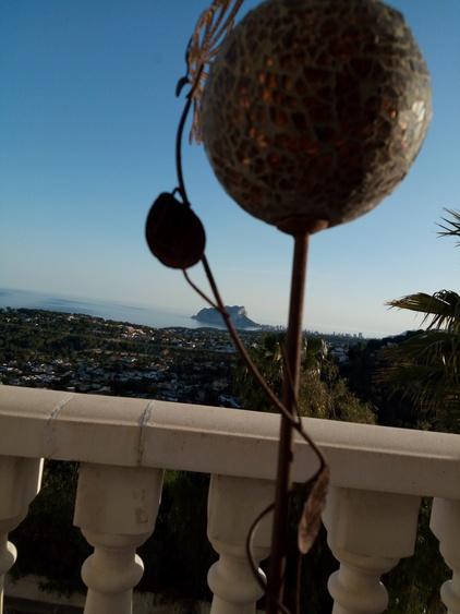 Blick von Terrasse zum Meer