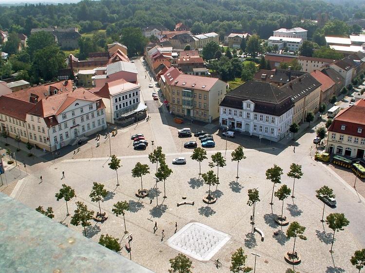 Blick von der Neustrelitzer Stadtkirche auf das Marktrondell