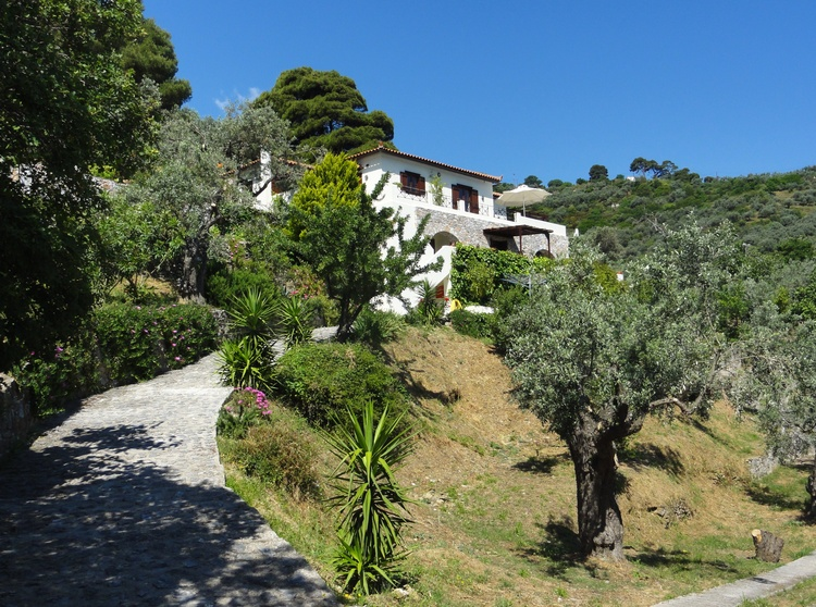 Zugang zur Villa Kamáres