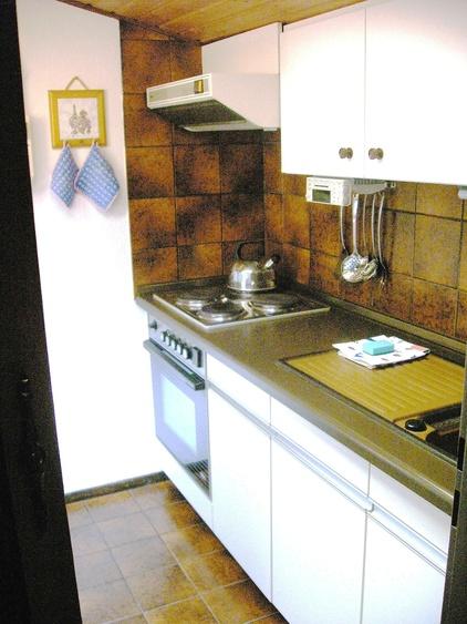 Küche oben mit Kochzeile 4 Plattenherd Backofen
