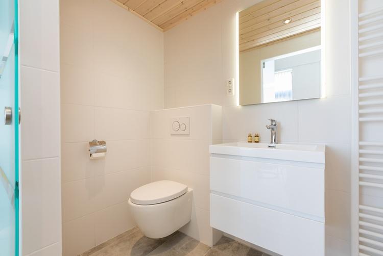 Bathroom of 27C