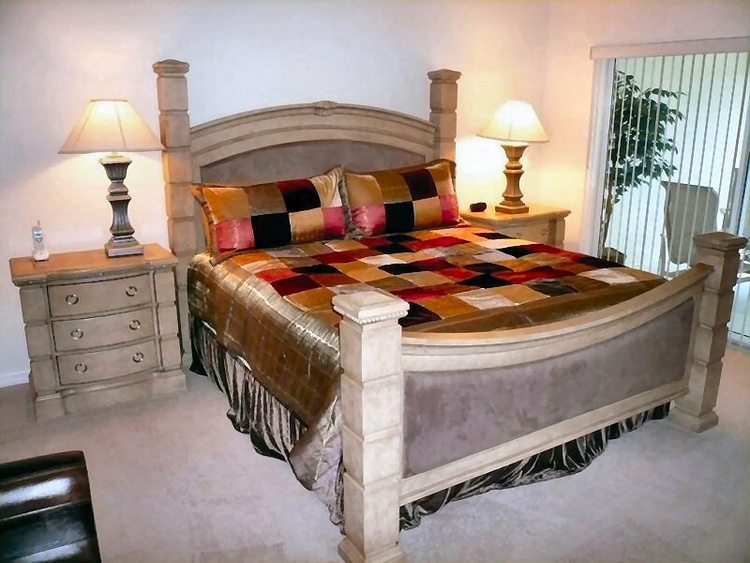 Master: King size bed, TV
