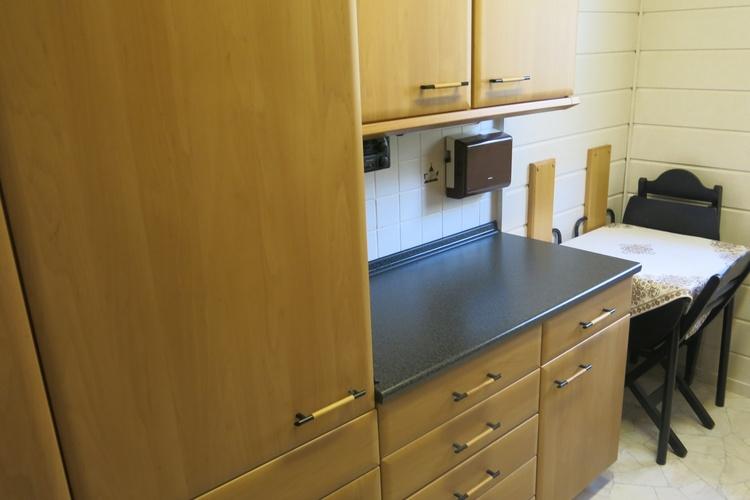 Kühlschrank mit sep. Tiefkühlschrank und Arbeitsplatte