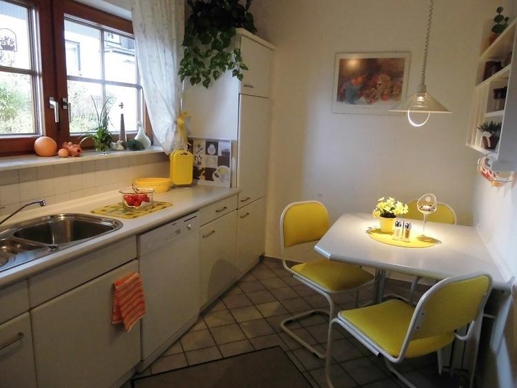 Apartment Nr.1, Geschirrspüler, Eßtisch, Blick in den Garten.