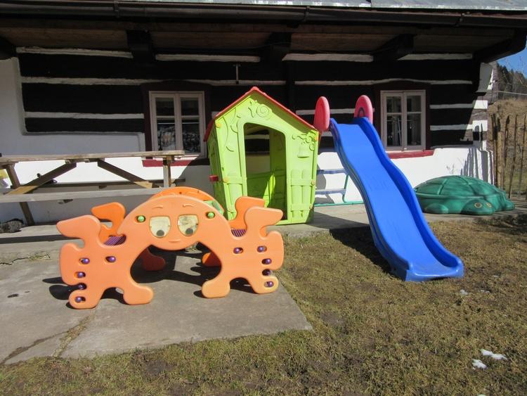 Spielhäuschen, Rutschbahn, Picknick