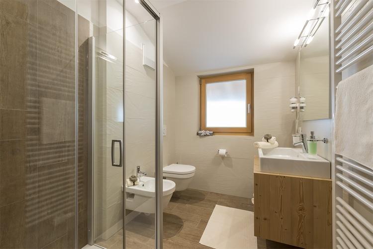 Bad mit Dusche Ferienwohnung Piz de Plaies