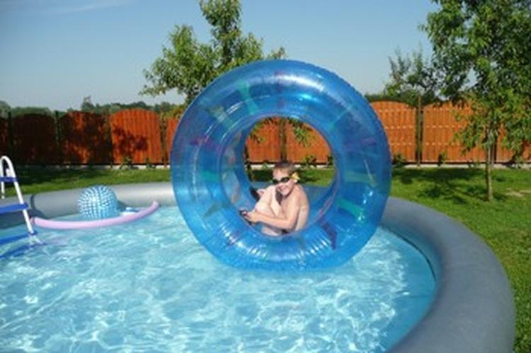 Im Sommer bauen wir den pool auf, nicht nur für die Kinder ein Spass.