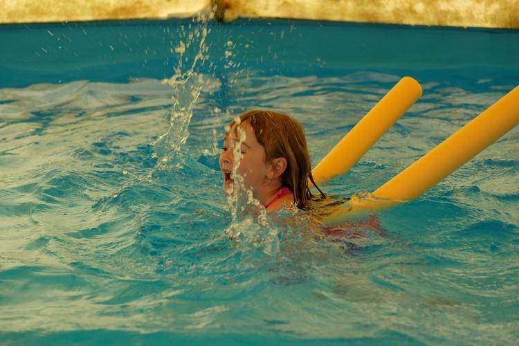 beheiztes Schwimmbecken im Sommer