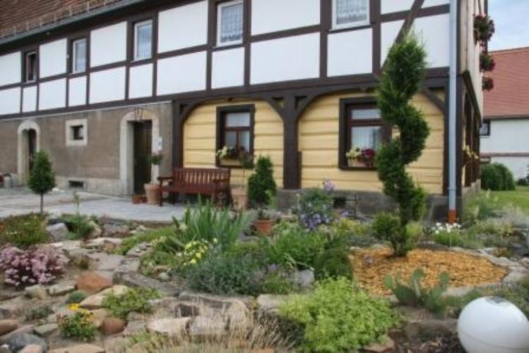 Eingang mit Vorgarten