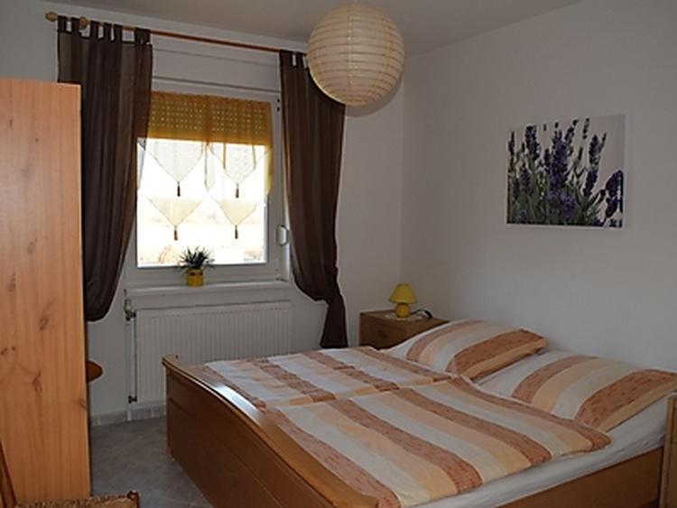 Wohnung 1, Schlafzimmer 2