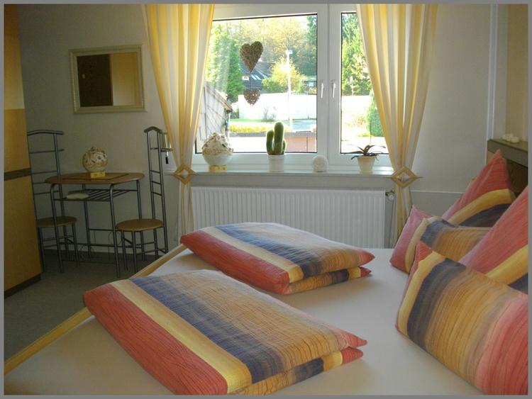 Schlafzimmer mit Doppelbett (200x200 cm)