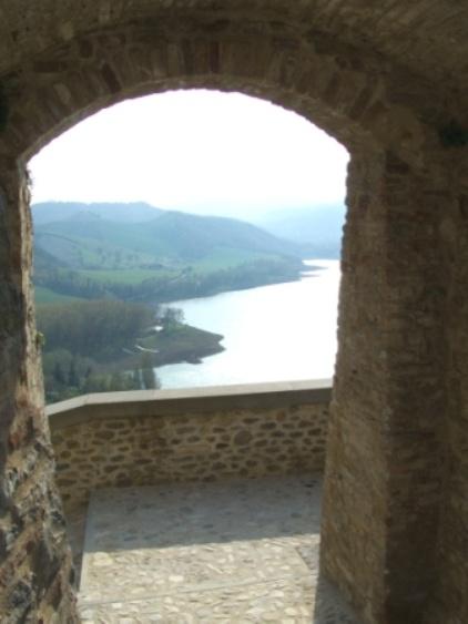 Sassocorvaro and Lake Mercatale