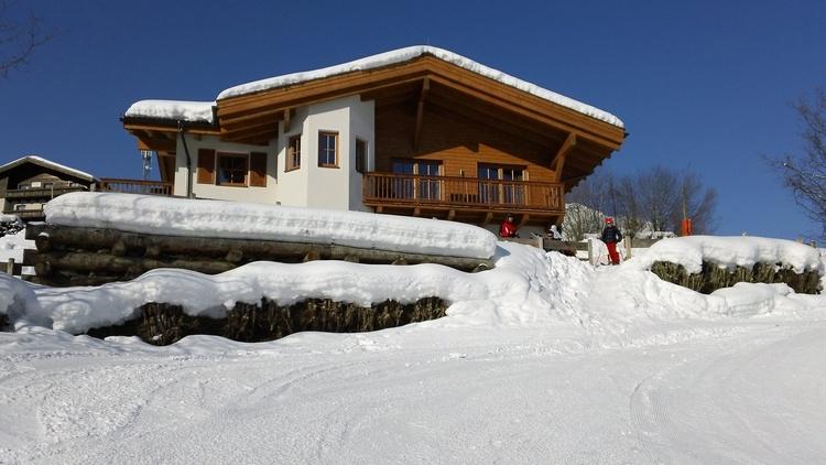 Chalet an der Piste Kaprun in Winter