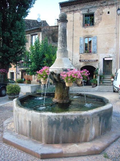 Salasc, Fontaine auf dem Place des Comediens