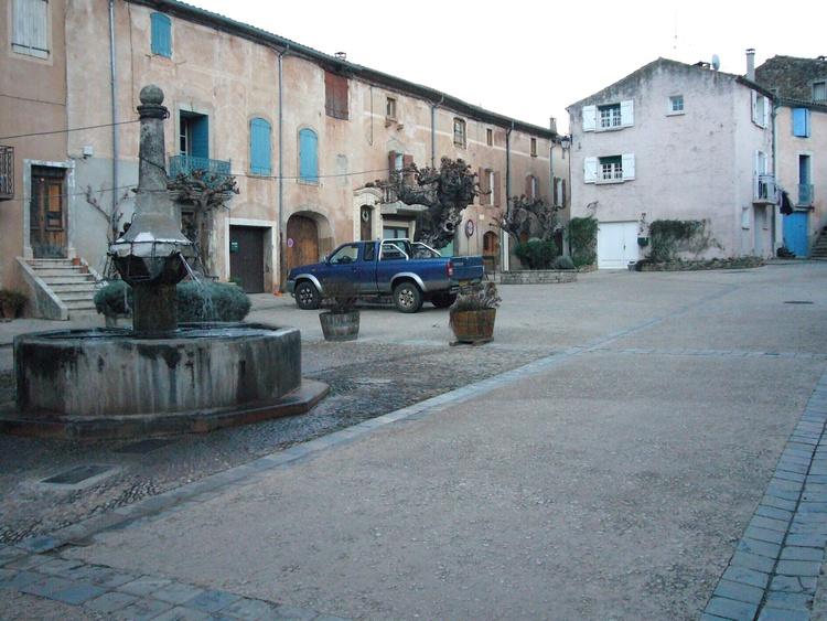 Salasc, Place des Comediens im Winter