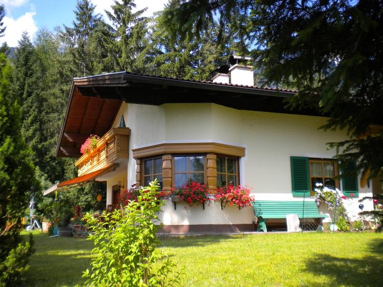 Unser Haus im Sommer - Blick zum Hahnenkamm - unverbaute Panoramalage- ruhig