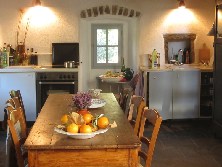Küche + Esstisch