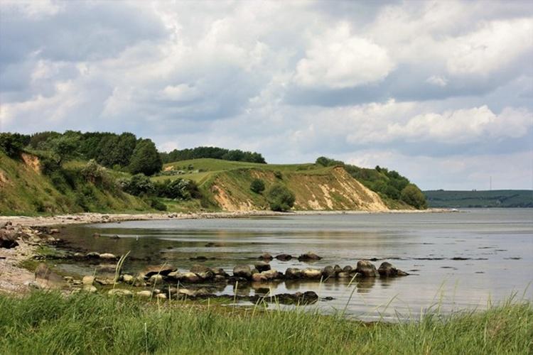Steilküste mit Sandstrand
