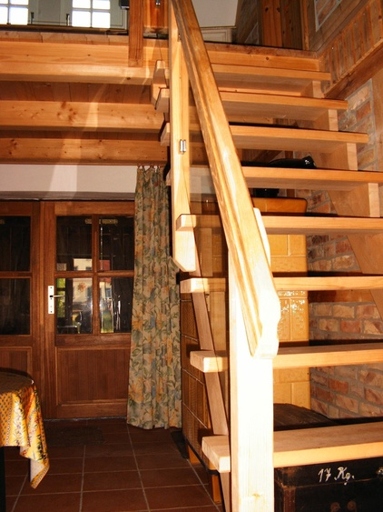 Treppe von Wohndiele im EG zum Wohnzimmer im OG