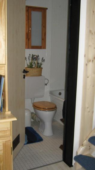 Toilette neben dem Schlafzimmer