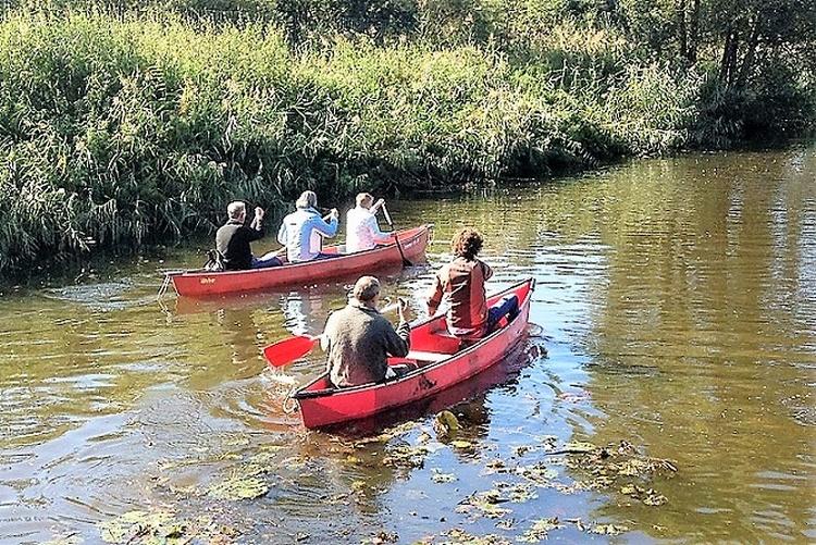 Kanufahren im Kanal nächst dem Park
