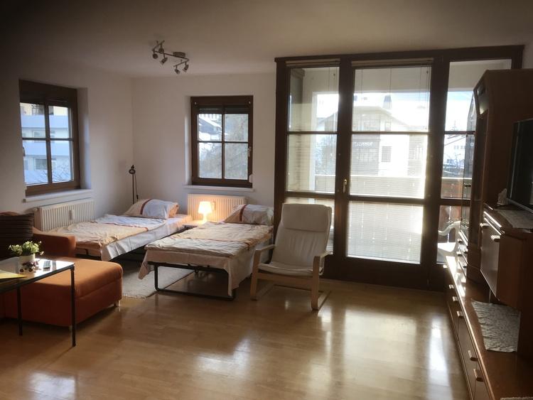 Wohnzimmer mit Notbetten
