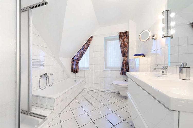 Bath, Shower, Double washbasin