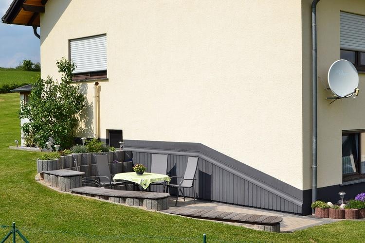 Terrasse links vom Haus