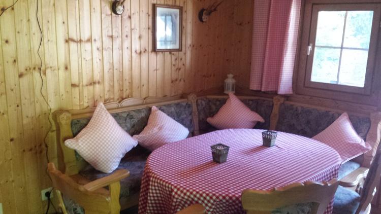 Die gemütliche Hütte am Berg mit E-Kachelofen erreichen Sie über 32 Stufen...