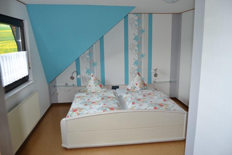 1. Schlafzimmer zur Gartenseite große Fewo