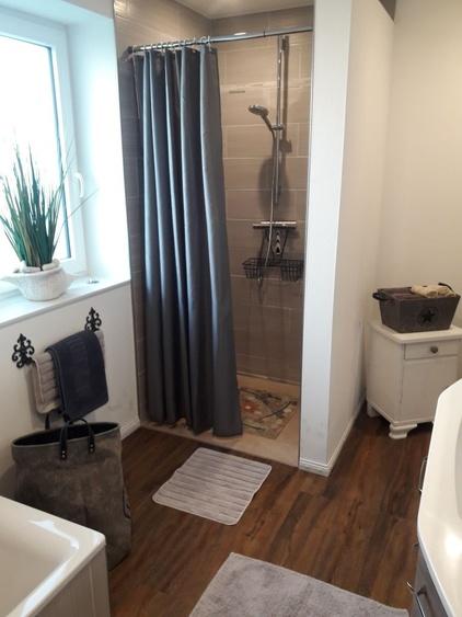 Badezimmer mit walkin Dusche ebenerdig