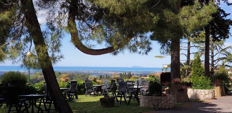 Residence Villa Elena. Sea view from the garden