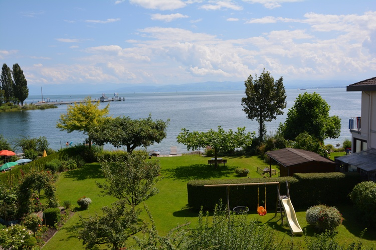 unser Garten direkt am See