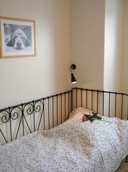 großes Schlafzimmer Einzelbett