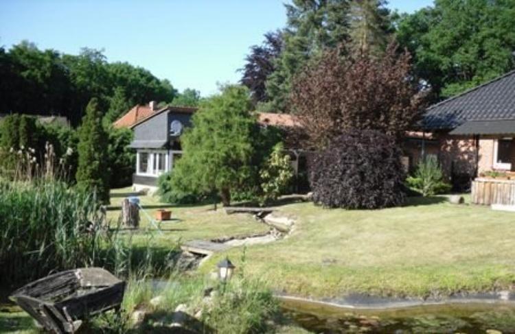 Ihr Ferienhaus inmitten eines großen Gartens