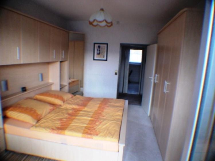 Schlafzimmer zum Flur und Küche