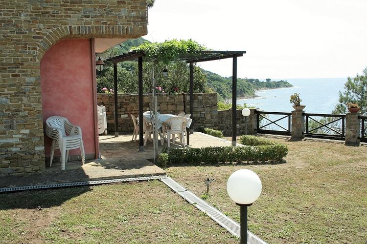 Villa Licosa - Terrasse mit Blick zur Punta Licosa