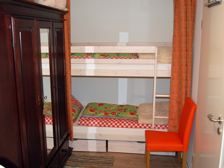 Doppelhochbett bis 90kg je Bett geeignet.