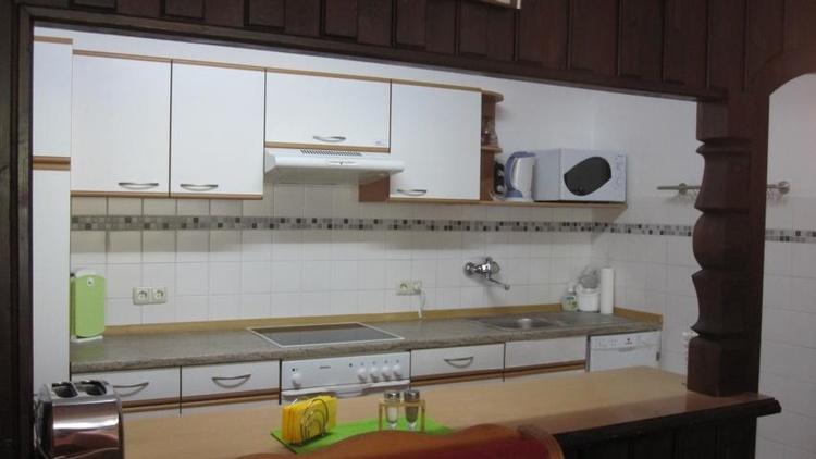 Küche ist oprisch vom Wohnbereich getrennt