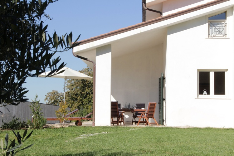 Private Garden of holiday apartment Olivi