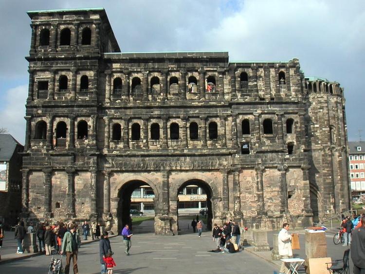 Trier - Die Porta Nigra - Ein Stadttor