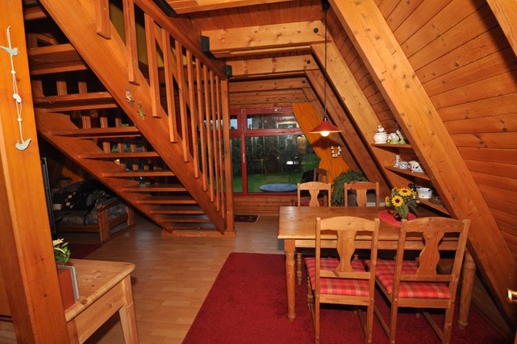 Zeltdachhaus Esszimmer