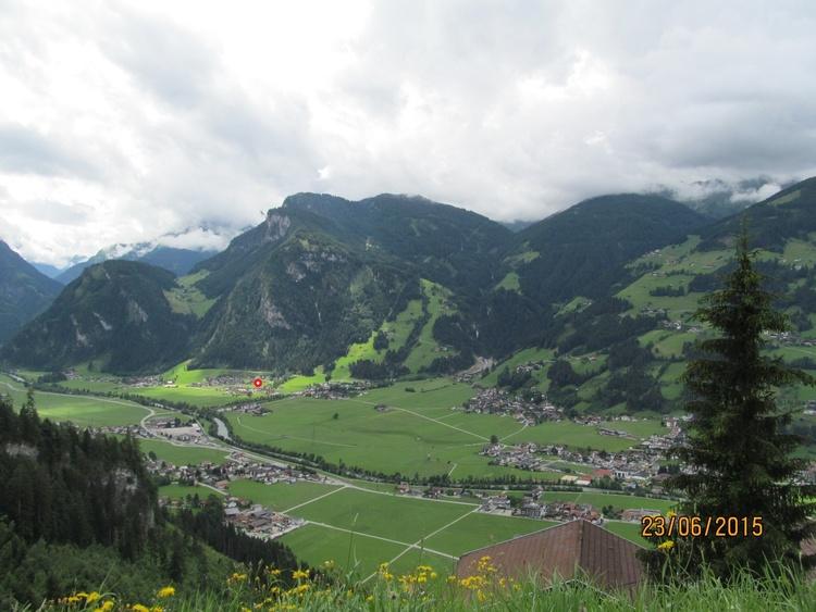 Aufnahme des Ortsteiles von der anderen Talseite